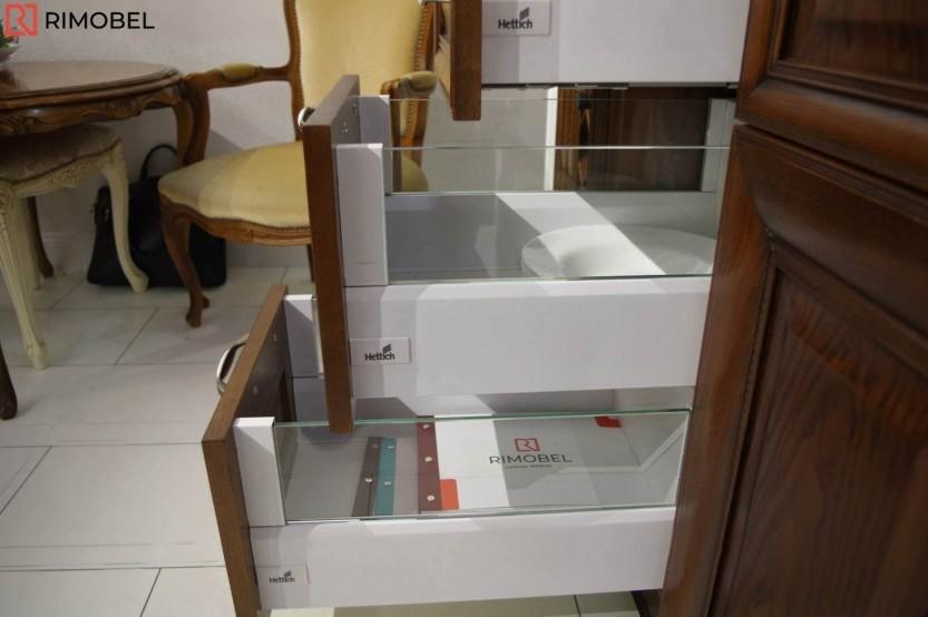 Классическая кухня установлена в выставочном зале, Кишинев, ул. Николая Зелински, 11 Кухни из шпона  la comanda chisinau