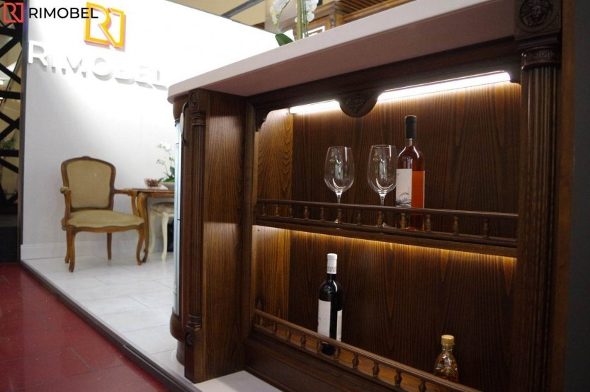 Классическая кухня установлена в выставочном зале, Кишинев, ул. Николая Зелински, 11 Кухни из шпона  mobila
