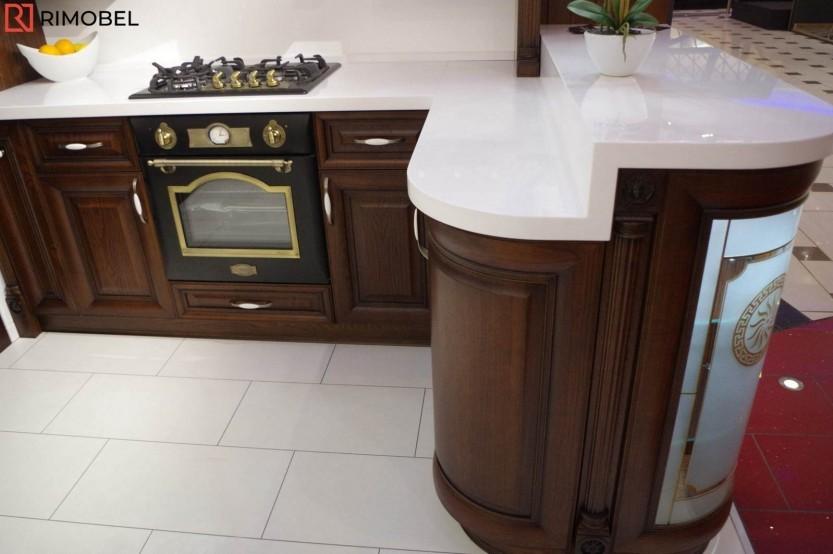 Классическая кухня установлена в выставочном зале, Кишинев, ул. Николая Зелински, 11 Кухни из шпона  la comanda
