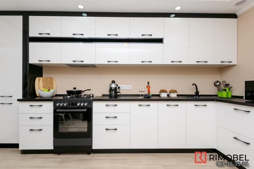 Bucătărie alb-negru Chișinău str Mircea cel Bătrîn 36 Bucătării moderne la comanda