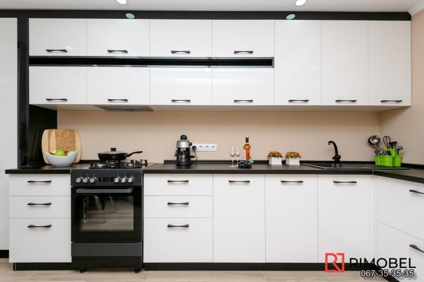 Bucătărie alb-negru Chișinău str Mircea cel Bătrîn 36 Bucătării moderne mobila