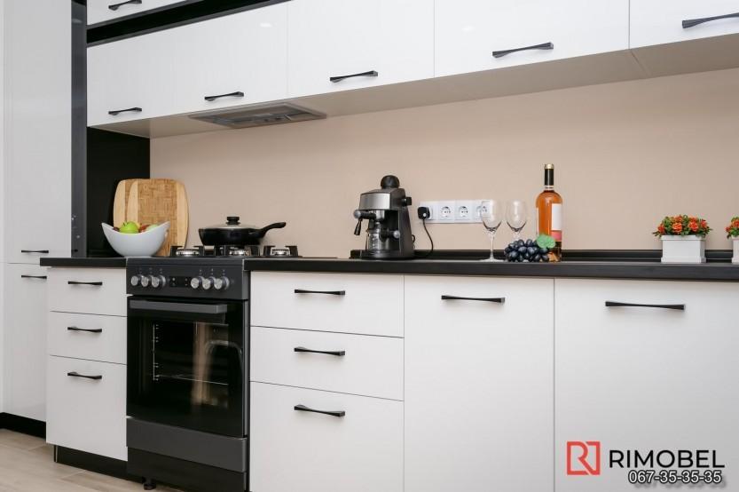 Bucătărie alb-negru Chișinău str Mircea cel Bătrîn 36 Bucătării moderne la comanda chisinau