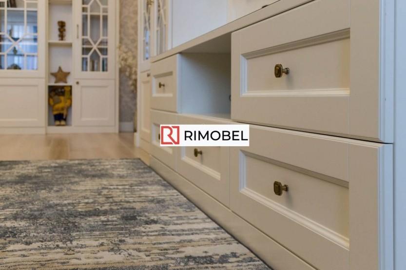 Шкаф в гостиную в стиле неоклассик Классические шкафы mobila
