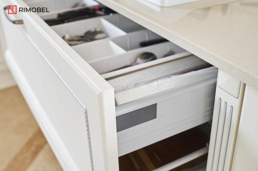 Bucătărie MDF vopsit stil neoclasic Bucătării mdf vopsit la comanda chisinau