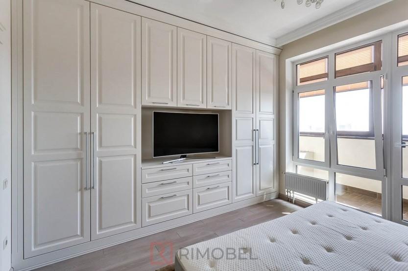 Шкаф в неоклассическом стиле для спальни Шкафы в спальню mobila