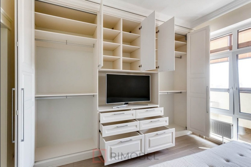 Dulap în stil neoclasic pentru dormitor Dulapuri în dormitoare mobila