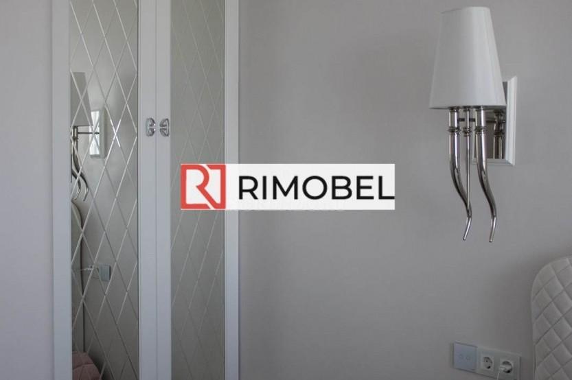 Белый встроенный шкаф для спальни с зеркалам Гардеробная la comanda chisinau