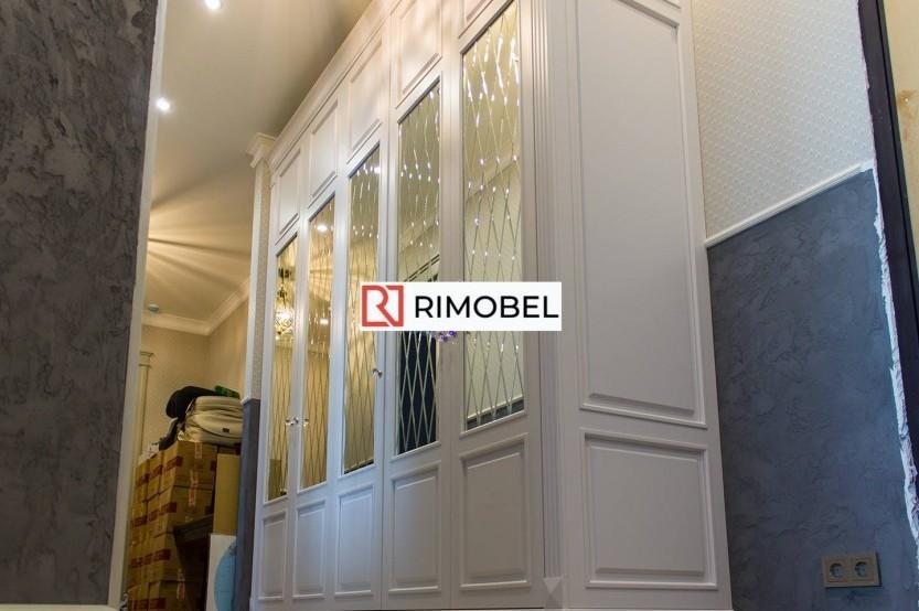 Dulap cu oglinzi în coridor lung și îngust Dulapuri clasice la comanda chisinau